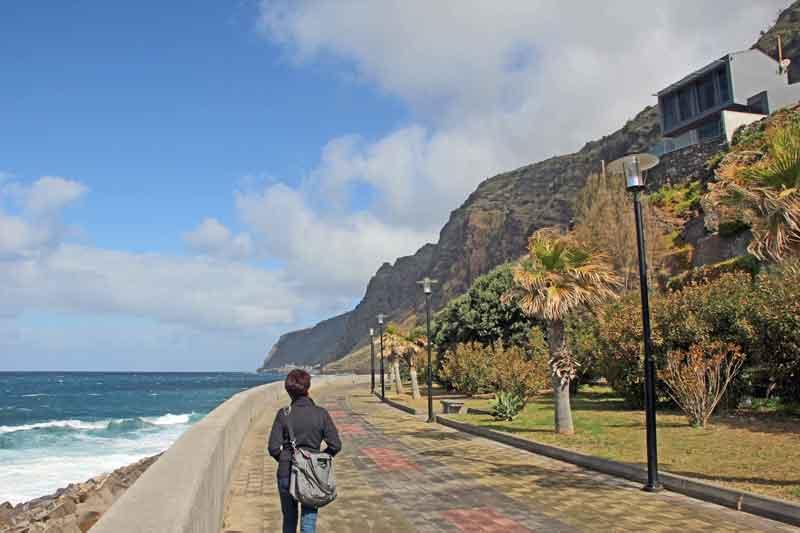 Bild 8 An der Promenade von Jardim do Mar