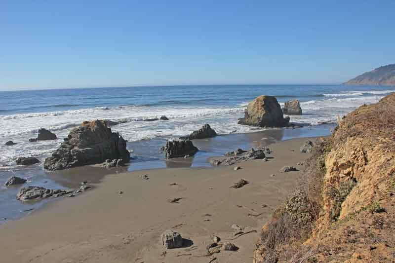 Bild 23 Es macht Spaß zwischen den Felsen im weichen Sand herumzustrolchen