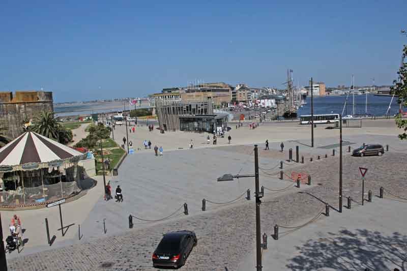 Bild 29 In St. Malo Blick auf den Yachthafen von der Stadtmauer