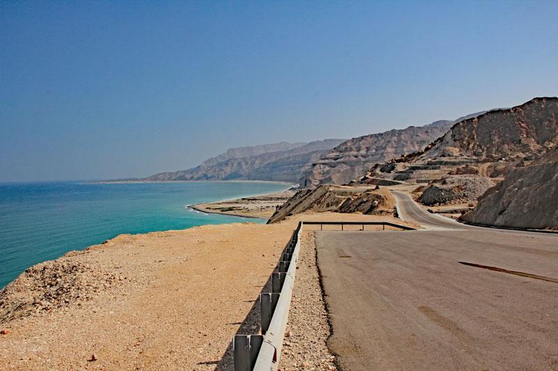 Bild 6 Blick auf die Küste und die Straße