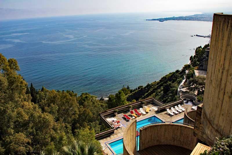 Blick auf die Küste von Taormina vom Hotelbalkon Monte Tauro