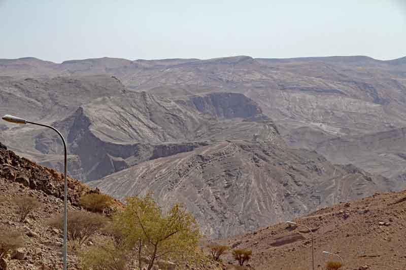 Bild 9 Blick auf die kahlen Berge