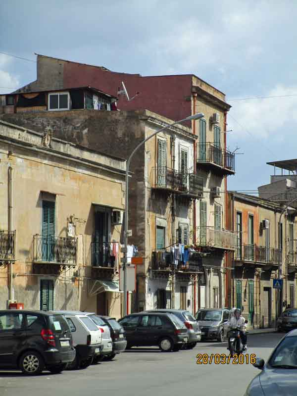 Auf dem Weg zu den Katakomben von Palermo