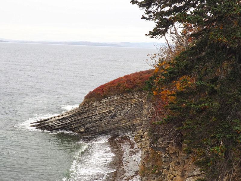 Bild 8 Unterwegs an den Klippen entlang, immer mit einem Blick aufs Meer