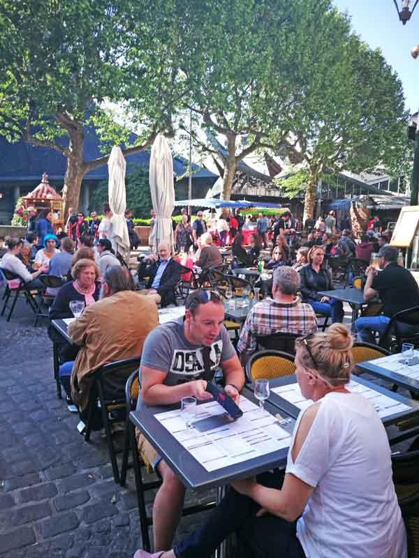 Bild 8 im J.M´s Cafe in Rouen, mitten im Trubel