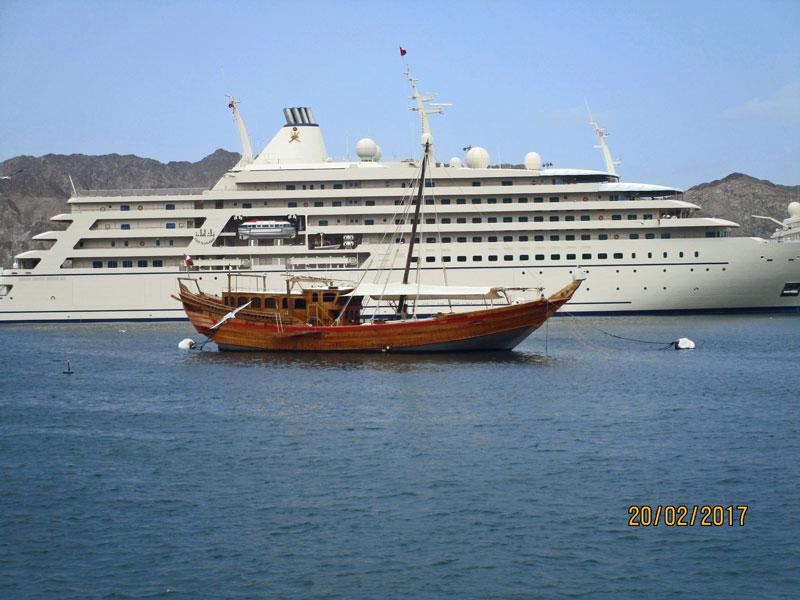 Schiffe im Hafen von Muthrah, Oman 2017