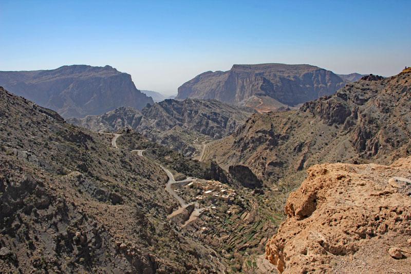 Bild 4 Blick auf die Berge und das tiefe Tal