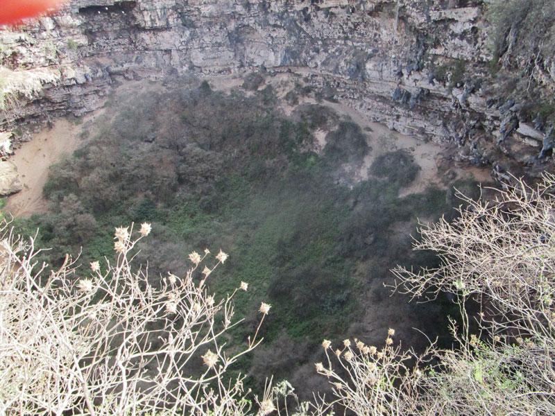 Bild 20 Sinkhole in der Nähe des kleinen Ortes Shuhyat