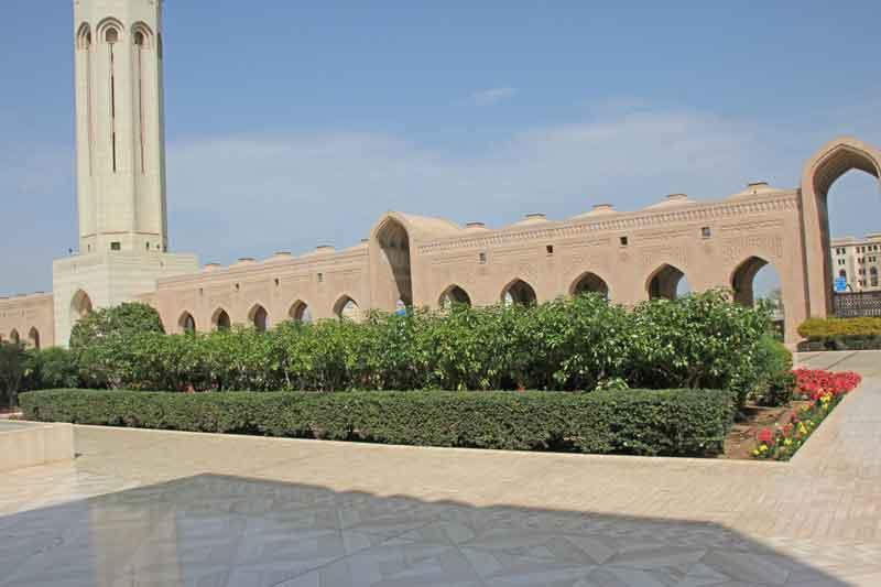 Bild 3 Vor der Sultan Qaboos Moschee
