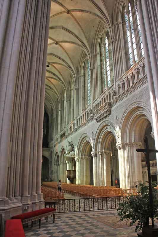 Bild 35 In der Kathedrale von Bayeux