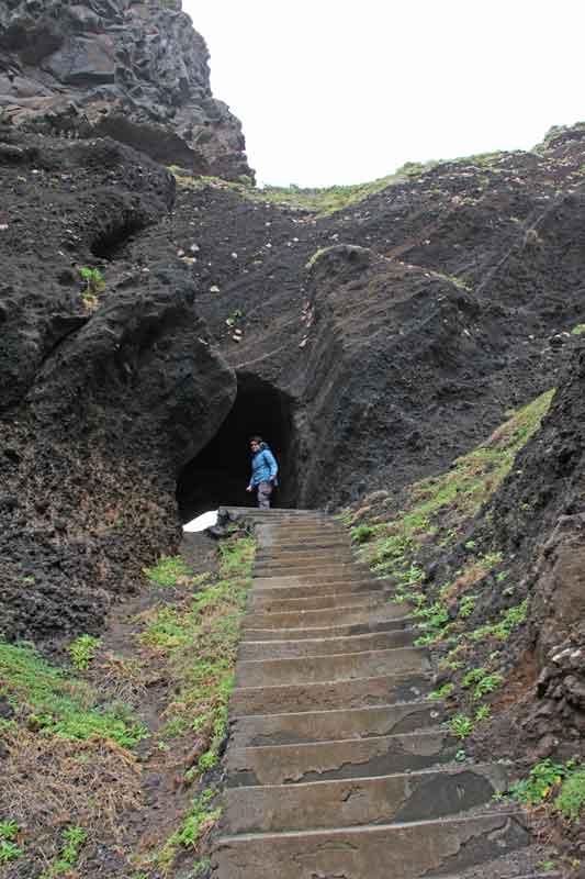 Bild 4 Treppe in einen Tunnel auf der Nordseite von Madeira