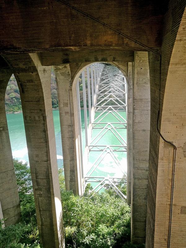 Bild 21 Blick unter die Rainbow bridge