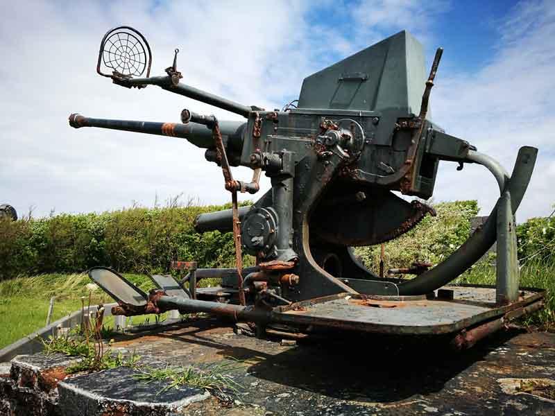 """Bild 5 Eine der gezeigten Waffen in der Anlage Raversyde - ehemaliger """"Atlantikwall"""""""