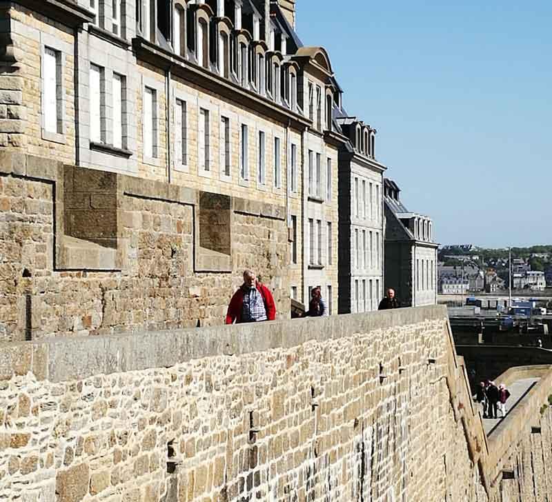 Bild 38 Rundweg um die Altstadt von St. Malo auf der Stadtmauer