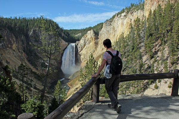 """Bild 12 Yellowstone, am Yellowstone """"Grand Canyon"""" auf einer Aussichtsplatform"""