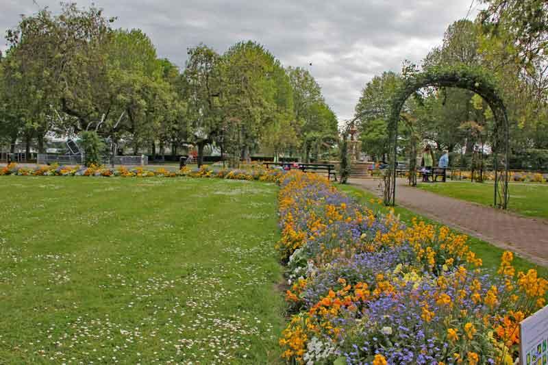 Bild 27 In einem Park in Honfleur.