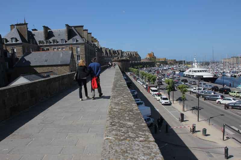 Bild 34 Rundweg um die Altstadt von St. Malo auf der Stadtmauer