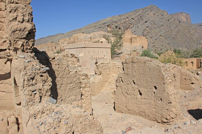 Bild 26 Alte verfallene, frei zugängliche Lehmstadt am Wadi Tanuf