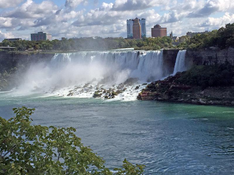 Bild 5 Blick auf den USA Teil der Niagara Fälle