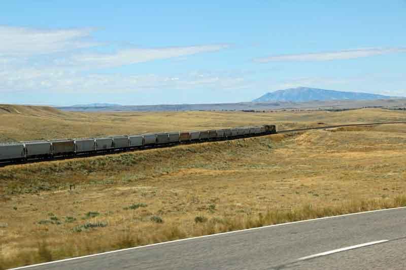 Bild 5 Blick auf einen sehr langen Güterzug