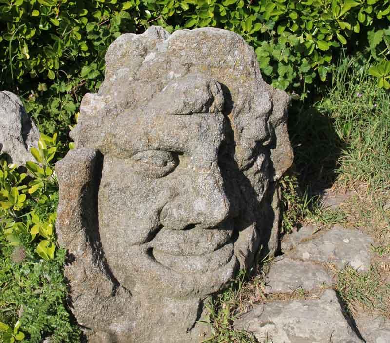 """Bild 49 An der Felsenküste von St. Malo, Ausstellung """"The sclptered Rocks"""""""