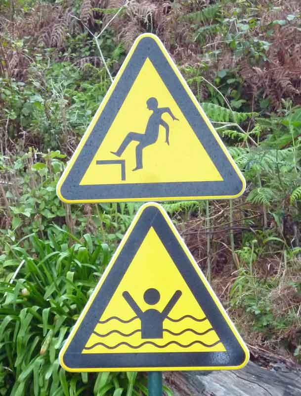 Bild 14 Warnschilder, unterwegs auf der Levada da Ribeira