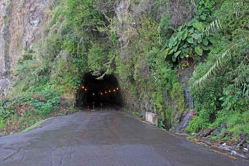 Bild 4 Einfahrt in einen Tunnel, von denen es hier sehr viel gibt
