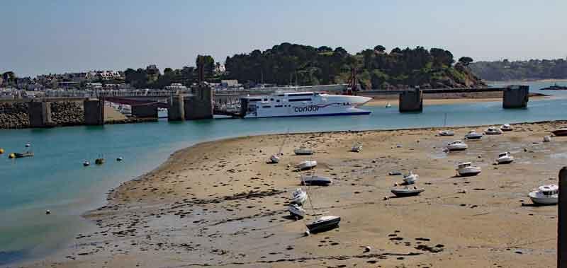 Bild 36 Blick auf den Hafen von St. Malo von der Stadtmauer