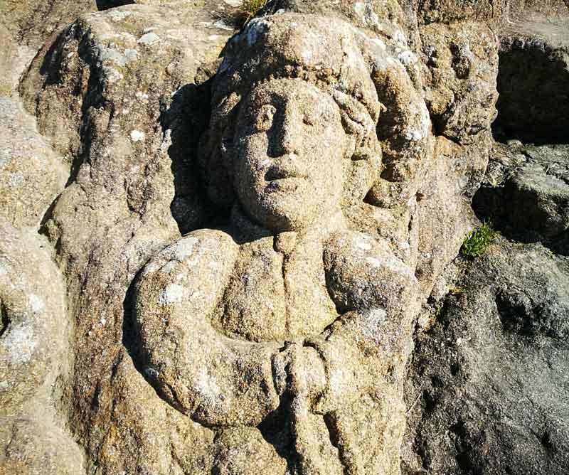 """Bild 53 An der Felsenküste von St. Malo, Ausstellung """"The sclptered Rocks"""""""
