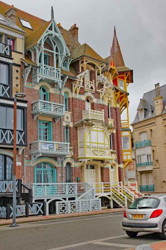 """Bild 11 Sehr schöne Häuser an der Promenade von """"Le Treport"""""""