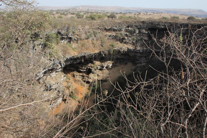 Bild 19 Sinkhole in der Nähe des kleinen Ortes Shuhyat