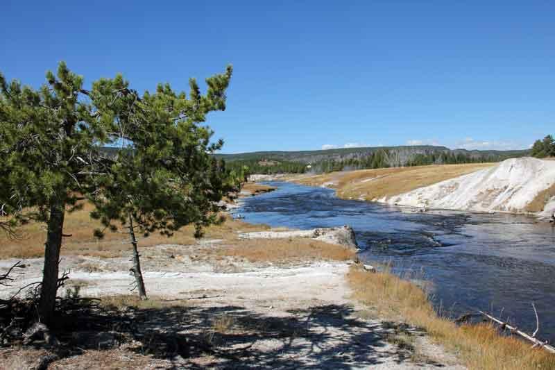 """Bild 18 Wanderung rund um """"Old faithful"""" im Yellowstone National Park"""