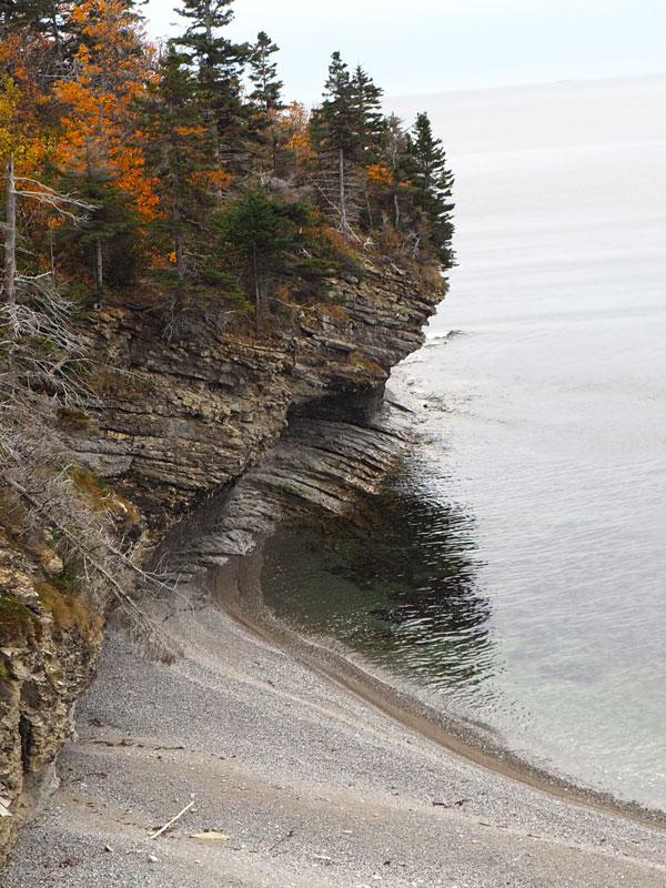 Bild 5 Unterwegs an den Klippen entlang, immer mit einem Blick aufs Meer