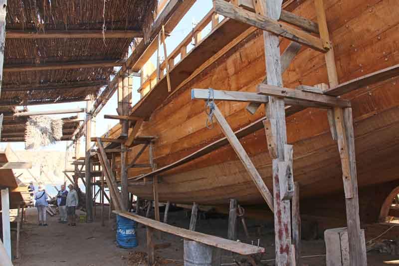 Bild 23 In der Schiffswerft, in der noch Holz-Dhaus gebaut werden, in Sur.