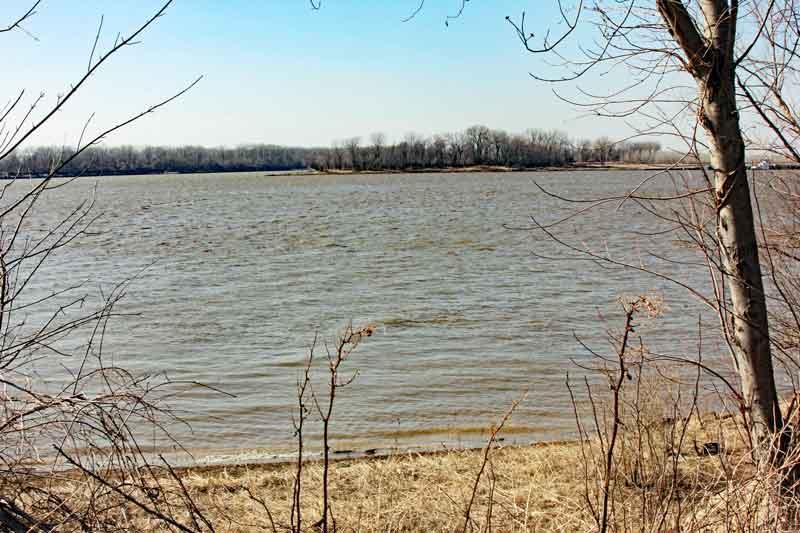 Bild 9 Zusammenfluss von Mississippi und Missouri (Confluens)
