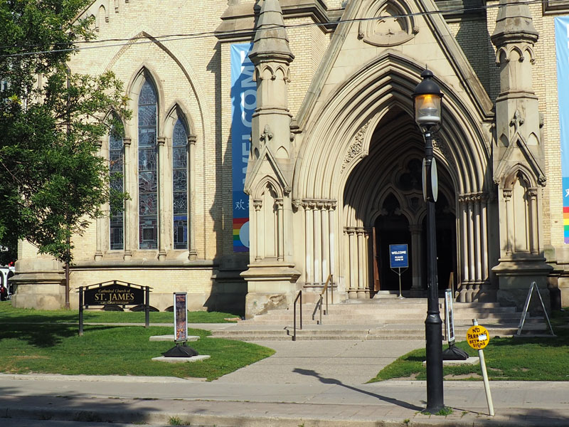 Bild 11 Unterwegs in Toronto zum St. Lawrence Market, an der St. James Kirche