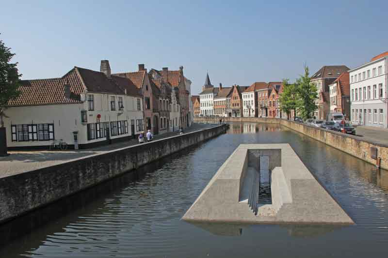 "Bild 30 Kunstwerk im Kanal ""Langerei"""