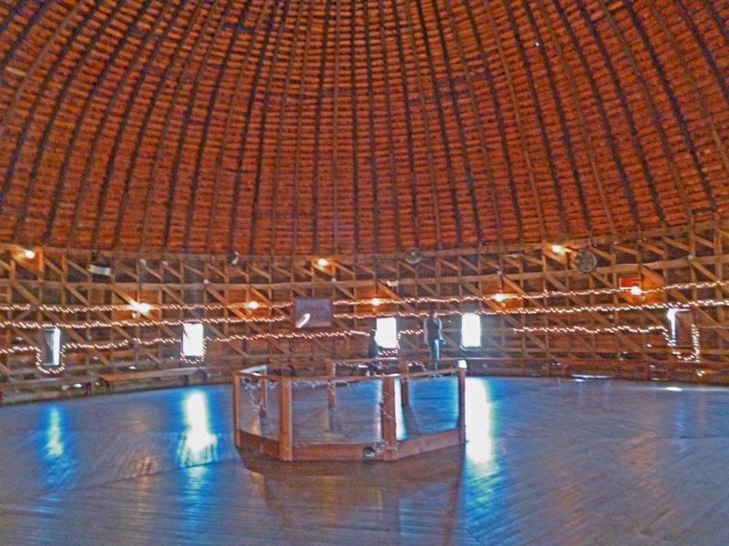 """Bild 18 Innenraum in der """"Round Barn"""""""