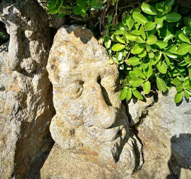"""Bild 50 An der Felsenküste von St. Malo, Ausstellung """"The sclptered Rocks"""""""