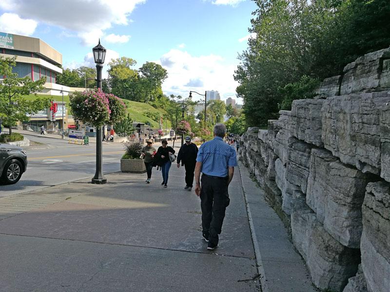 Bild 4 Von der Busstation zum Panoramaweg am Canyonufer entlang