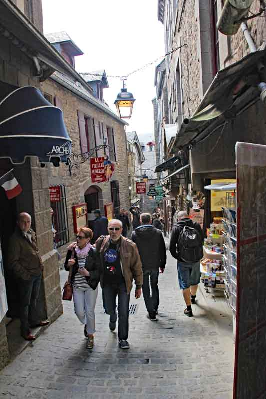 Bild 11 Durch den kleinen Ort unterhalb der Abtei