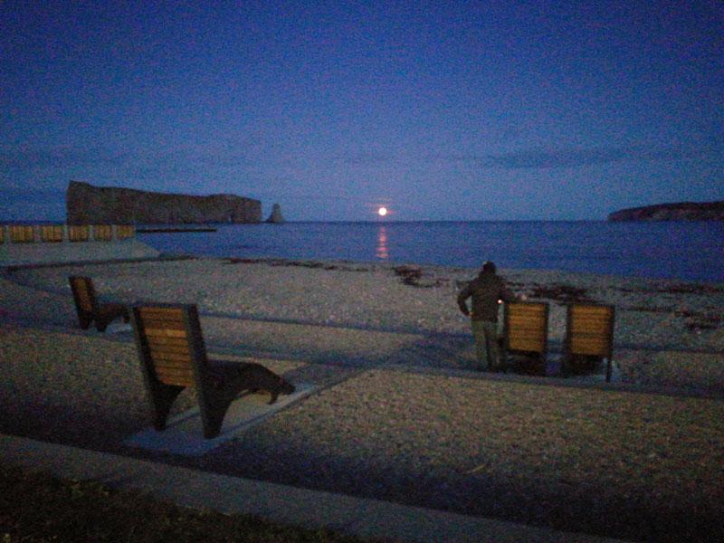 Bild 15 Der Mond steigt langsam aus dem Meer