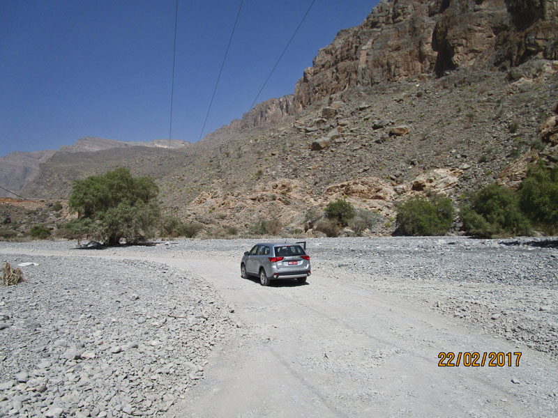 Bild 5 Fahrt ins Wadi Muaydin über einen unbefestigten Schotterweg