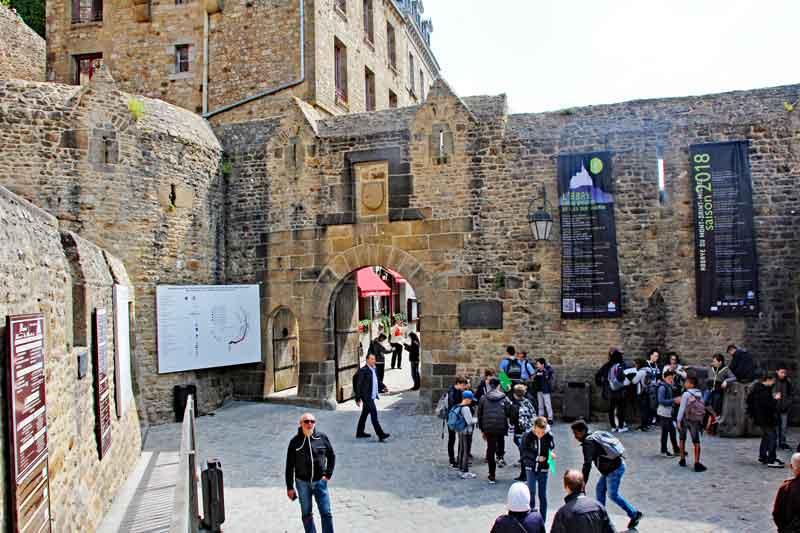 Bild 16 Durch den kleinen Ort unterhalb der Abtei