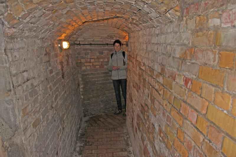 """Bild 12 Auf einem Rundgang durch die Anlage """"Raversyde"""", Teil des ehemaligen """"Atlantikwalls"""""""