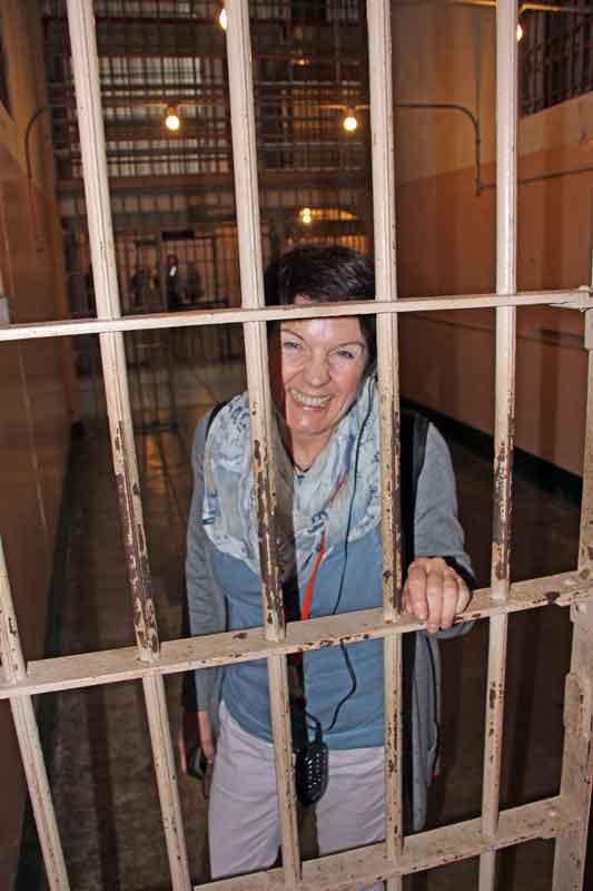 Bild 28 Margit in Zelle auf Alcatraz