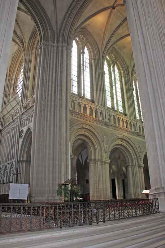 Bild 34 In der Kathedrale von Bayeux