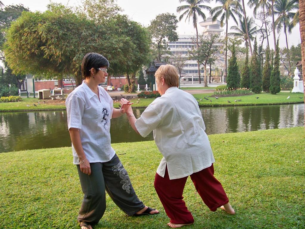 Isabelle et Nicole en plein Tui Shou à Chiang Mai