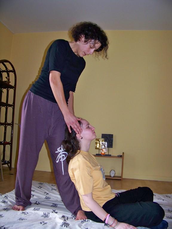 massage thai: pression le long des lignes d'énergie (Sen)
