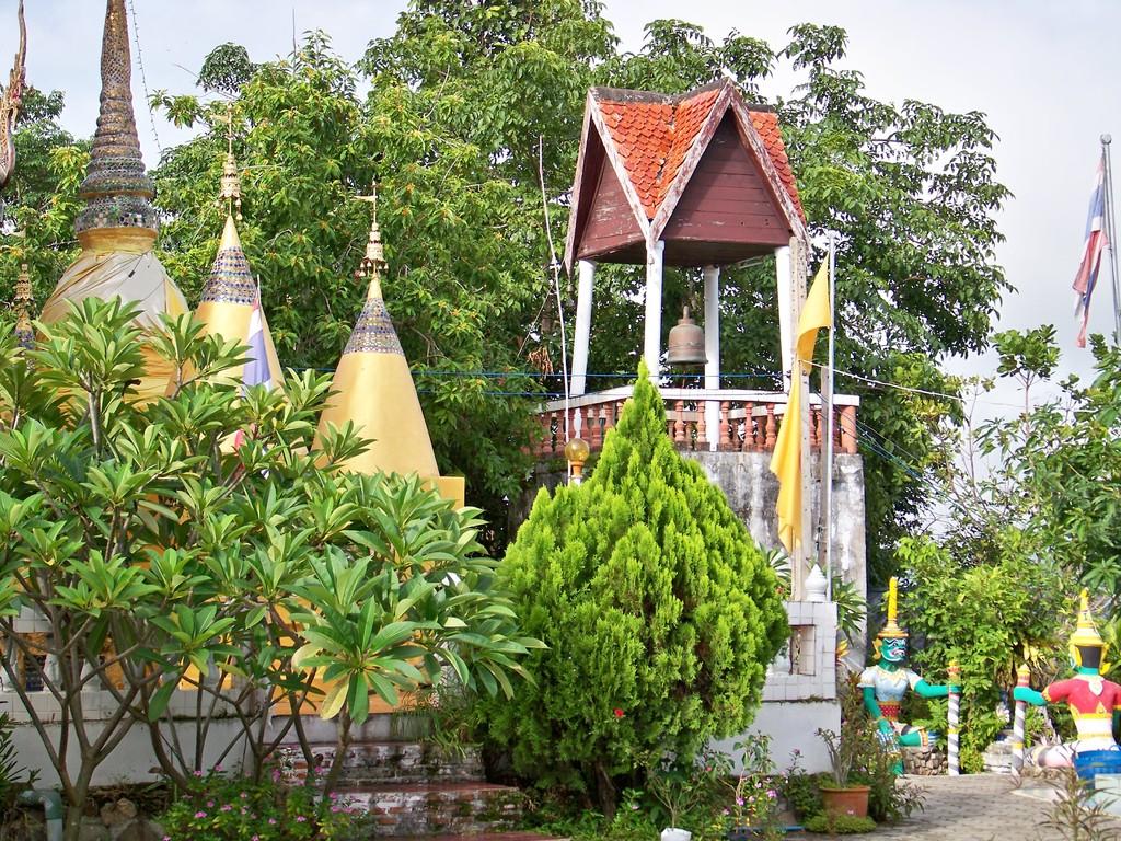 temple au dessus du village de Pai